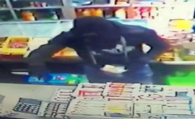 שוד בחנות מכולת בשועפאט (צילום: חדשות 2)