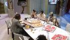 הדיירים בארוחת פיצה לילית (צילום: האח הגדול 24/7)