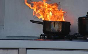 סיר שרוף על כיריים (צילום: Shutterstock)