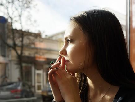 בחורה מהורהרת (צילום: shutterstock ,מעריב לנוער)