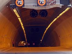 צפו: סיור בתוך המנהרות - וההשלכות (צילום: חדשות 2)