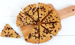 עוגיית שוקולד צ'יפס של ענקים (צילום: שרית נובק ,אוכל טוב)
