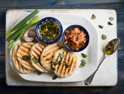 לחם יווני שטוח (צילום: שני בריל ,אוכל טוב)
