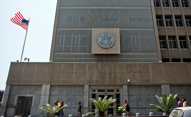 """שגרירות ארה""""ב בת""""א (צילום: רויטרס)"""