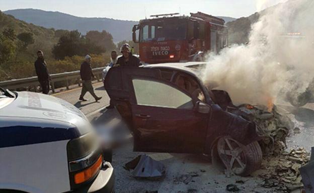 """צוותי חילוץ ומד""""א בזירת תאונה (צילום: חיאן שרותי רפואה)"""