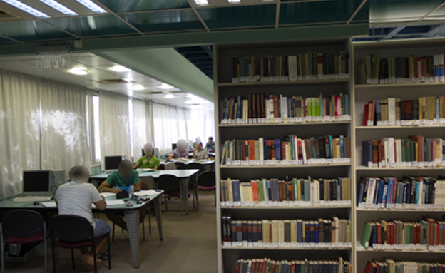 ספרים עד הבית. ארכיון (צילום: רויטרס)