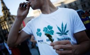 סמים, ג'וינט, מעשן, סיגריה, מעשנים (צילום: רויטרס)