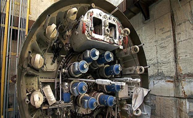 """חשיפה: ה""""מפלצת"""" שחופרת את הרכבת (צילום: חדשות 2)"""
