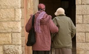 הטיפול בקשישים, נופל על המשפחות (צילום: קובי גדעון, פלאש 90)
