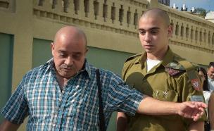 אלאור אזריה ואביו (צילום: פלאש 90)
