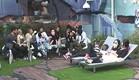 דיירי הבית עם הבובות בחצר (צילום: האח הגדול 24/7)