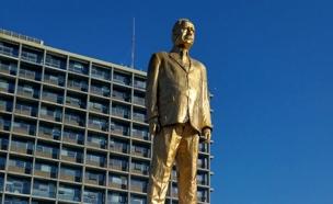 הפסל שהוצב בכיכר רבין (צילום: חדשות 2)