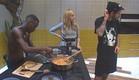 אנדל מבשל ארוחת צהריים (צילום: האח הגדול 24/7)