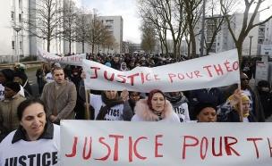 צפו בסרטון שהצית את המהומות (צילום: SkyNews)