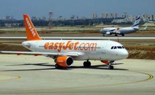 """מטוס של איזיג'ט בנתב""""ג (צילום: יונתן בייסקי)"""