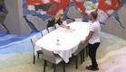 אורנה מסדרת את השולחן ומשוחחת עם אביחי  (צילום: האח הגדול 24/7 ,האח הגדול 24/7)