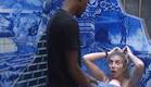 אנדל מנסה לשכנע את מעיין להיכנס לפניה למקלחת (צילום: האח הגדול 24/7)