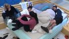 הדיירים מדברים בחדר שינה ואנדל מתחת לשמיכה (צילום: האח הגדול 24/7)