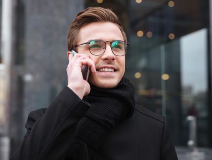 בחור עם משקפיים (צילום: shutterstock)