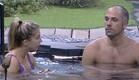 אביחי ומעיין משוחחים במים (צילום: האח הגדול 24/7)