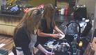 אורנה ומעיין מנקות את המטבח (צילום: האח הגדול 24/7, שידורי קשת)