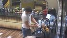 שרון שוטף כלים (צילום: האח הגדול 24/7)