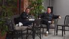 דומיניק וג'ו נחים אחרי ארוחה (צילום: מתוך