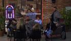 התושבים יושבים ביחד בחוץ (צילום: מתוך