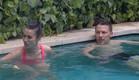 דומיניק ומנואל בבריכה (צילום: מתוך
