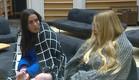 מנואל ושרי בשיחה ביתית (צילום: מתוך