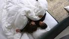 סיגל והודיה מתכרבלות מתוך שינה (צילום: מתוך