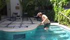 דניאל נופל לבריכה (צילום: מתוך