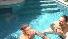 דודו ודניאל בבריכה (צילום: מתוך