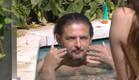 דניאל נהנה בבריכה (צילום: מתוך
