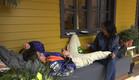 לימור והודיה יושבות במרפסת (צילום: מתוך