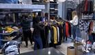 הבנות עושות קניות לקראת שבת (צילום: מתוך