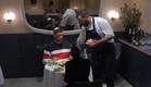 שף אוהד לוי מגיש לדודו  (צילום: מתוך