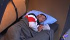 דודו ישן ברחוב בגשם (צילום: מתוך