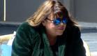 אודטה יושבת בשמש (צילום: 2025, קשת 12)