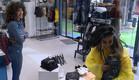 עדן פינס עוזרת ללימור לבחור בגדים (צילום: מתוך