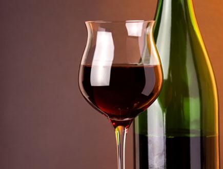 יין ובקבוק (צילום: Shutterstock)