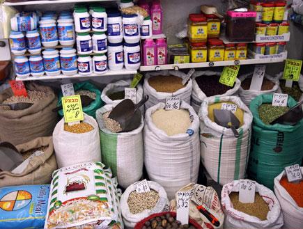 שקים בשוק (צילום: עודד קרני)