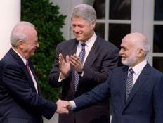 יצחק רבין, ביל קלינטון והמלך חוסיין (צילום: רויטרס, רויטרס1)