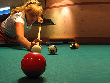 אישה משחקת שנוקר (צילום: stock_xchng)