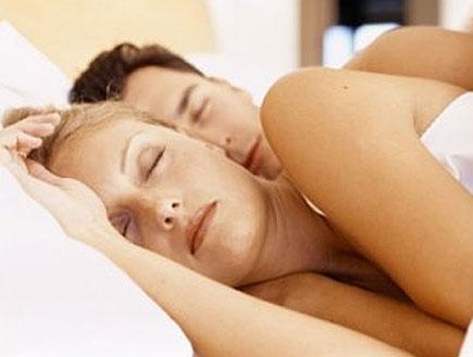 גבר ואישה ישנים (צילום: flickr)