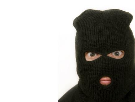 איש עם מסכה, אייפון, iphone (צילום: Stanislav Popov, Istock)