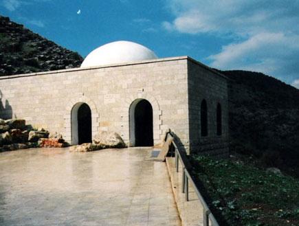 קברי צדיקים-קבר רבי יונתן בן עוזיאל,כניסה למבנה