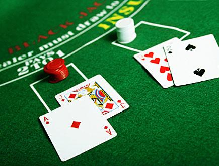 משחקים בלק ג'ק (צילום: Lise Gagne, Istock)