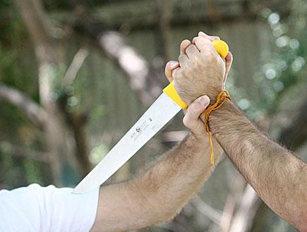 סכין (צילום: עודד קרני, אתר קשת)