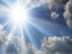 מדריך הארה-אור וקרני השמש מציצים מהעננים